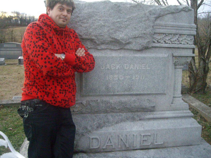 42-2008 en la tumba de Jack Daniels copia